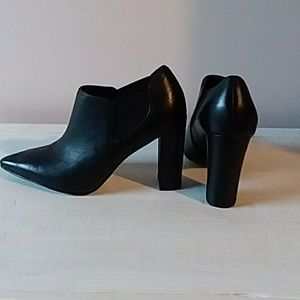 NWOT Marc Fisher booties